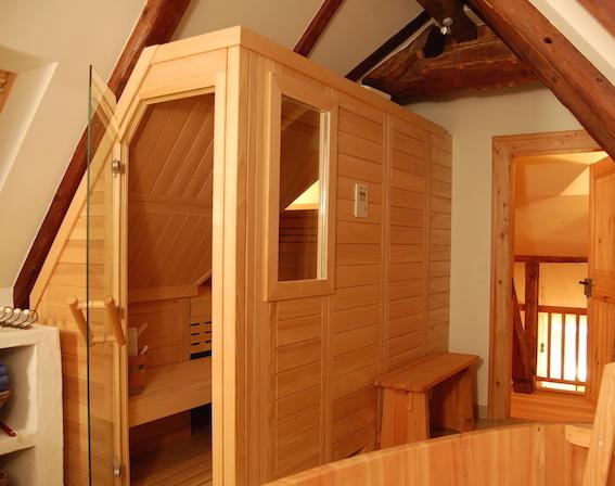 sauna unter der dachschr ge einbauen wir machen es m glich. Black Bedroom Furniture Sets. Home Design Ideas